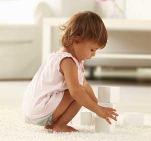 Ребенок и кубики